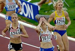 10-08-2006 ATLETIEK: EUROPEES KAMPIOENSSCHAP: GOTHENBORG <br /> Kotlyarova, Olga (RUS) wint de 800 meter, links Lyne, Rebecca (GBR) en rechts Petlyuk, Tetyana (UKR)<br /> ©2006-WWW.FOTOHOOGENDOORN.NL