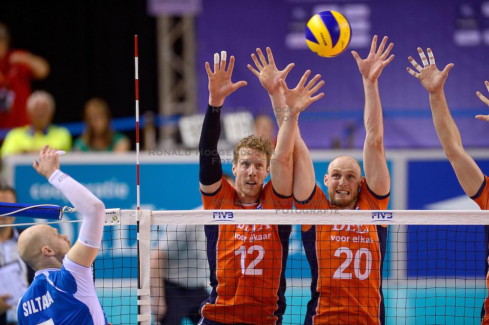 20150614 NED: World League Nederland - Finland, Almere<br /> De Nederlandse volleyballers hebben in de World League ook hun tweede duel met Finland gewonnen. Na de 3-0 zege van zaterdag werd zondag in Almere met 3-1 (22-25, 25-20, 25-13, 25-19) gewonnen / Kay van Dijk #12, Jasper Diefenbach #20