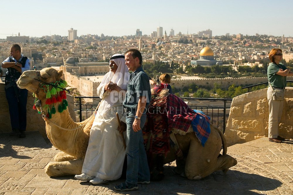 ISRAEL/October 2005/Jerusalem.<br /> Turists at the Mount of Olives.<br /> <br /> © Joan Costa/Anzenberger