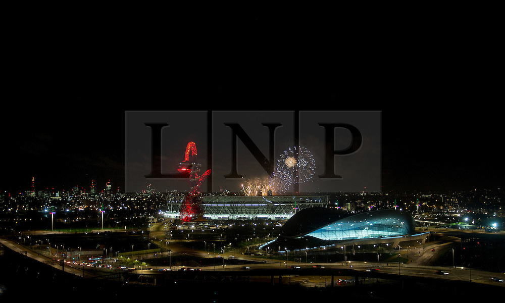 © Licensed to London News Pictures. 07/11/2015. London, UK. A view of the ArcelorMittal Orbit, and the Olympic Stadium at Queen Elizabeth Olympic Park, east London, with a fireworks display from Victoria Park in the background as part of the Guy Fawkes festivities. Photo credit : Isabel Infantes/LNP