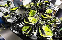 AMSTERDAM - Clubs testen , uitproberen  tijdens de  Amsterdam Golf Show 2015 op Amsterborgh Borchland. COPYRIGHT KOEN SUYK