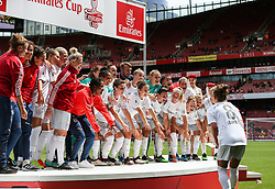 Melanie Leupolz of Bayern Munich prepares to lift the trophy - Mandatory by-line: Arron Gent/JMP - 28/07/2019 - FOOTBALL - Emirates Stadium - London, England - Arsenal Women v Bayern Munich Women - Emirates Cup
