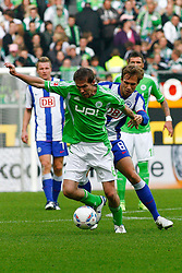 29.10.2011,Volkswagen Arena, Wolfsburg, GER, 1.FBL, VFL Wolfsburg vs Hertha BSC Berlin, im Bild  Alexander Hleb (Wolfsburg #6) und Andreas Ottl (Berlin #8) .// during the match from GER, 1.FBL,VFL Wolfsburg vs Hertha BSC Berlin  on 2011/10/29, Volkswagen Arena, Wolfsburg, Germany..EXPA Pictures © 2011, PhotoCredit: EXPA/ nph/  Schrader       ****** out of GER / CRO  / BEL ******