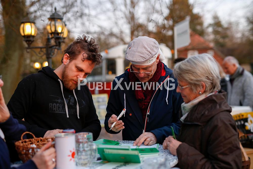 40 Jahre Gorleben, das heißt auch 40 Jahre Bürgerinitiative Umweltschutz Lüchow-Dannenberg e.V. – am 2. März 1977 wurde die BI in das Vereinsregister eingetragen. <br /> Dies nahm die BI zum Anlass, am 25.03.2017 zur Jubiläumsfeier in die Trebelner Bauernstuben  einzuladen.<br /> <br /> Ort: Trebel<br /> Copyright: Michaela Mügge<br /> Quelle: PubliXviewinG