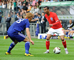 30.05.2010, UPC Arena, Graz, AUT, WM Vorbereitung, Japan vs England, im Bild Ashley Cole, England, Keisuke Honda, Japan, EXPA Pictures © 2010, PhotoCredit: EXPA/ S. Zangrando / SPORTIDA PHOTO AGENCY