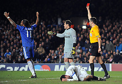 16.03.2010, Stamford Bridge, London, ENG, UEFA CL, Chelsea FC vs FC Internazionale Milano im Bild Chelsea's Didier Drogba is shown the red card after clashing with Inter Milan's Thiago Motta, EXPA Pictures © 2010, PhotoCredit: EXPA/ Propaganda/ Chris Brunskill