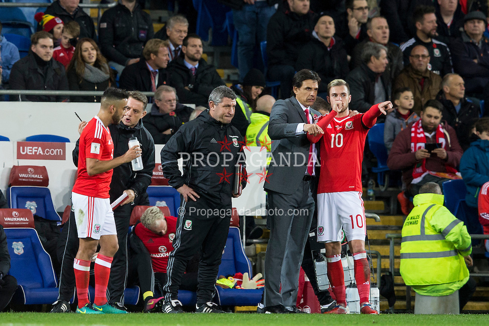 CARDIFF, WALES - Saturday, November 12, 2016: Wales'  Manager Chris Coleman gives instructions to Aaron Ramsey during the 2018 FIFA World Cup Qualifying Group D match against Serbia at the Cardiff City Stadium. (Pic by David Rawcliffe/Propaganda)