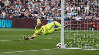 Football - 2017 / 2018 Premier League - West Ham United vs Tottenham Hotspur<br /> <br /> Harry Kane (Tottenham FC) is denied his hat trick by the post after his free kick beats Joe Hart (West Ham United) at the London Stadium<br /> <br /> COLORSPORT/DANIEL BEARHAM
