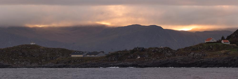 Sunrise over Langeneset, Runde, Norway | Soloppgang over Langeneset på Runde, med Christineborg Gjesthus AS litt til venstre for midten.