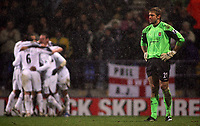 Photo: Paul Thomas.<br /> Bolton Wanderers v West Ham United. The Barclays Premiership. 09/12/2006.<br /> <br /> Keeper Robert Green (R) of West Ham looks away as Bolton celebrate Nicolas Anelka's goal.