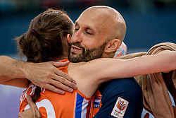 01-10-2017 AZE: Final CEV European Volleyball Nederland - Servie, Baku<br /> Nederland verliest opnieuw de finale op een EK. Servië was met 3-1 te sterk / Lonneke Sloetjes #10 of Netherlands, Coach Jamie Morrison