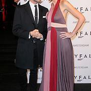 NLD/Amsterdam/20121028 - Inloop premiere nieuwe James Bond film Skyfall , pauline Huizinga en Fred van leer