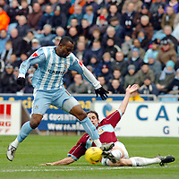 Photo: Kevin Poolman.<br />Coventry City v Burnley. Coca Cola Championship. 25/02/2006. <br />Coventry's Stern John nearly gets in on goal.