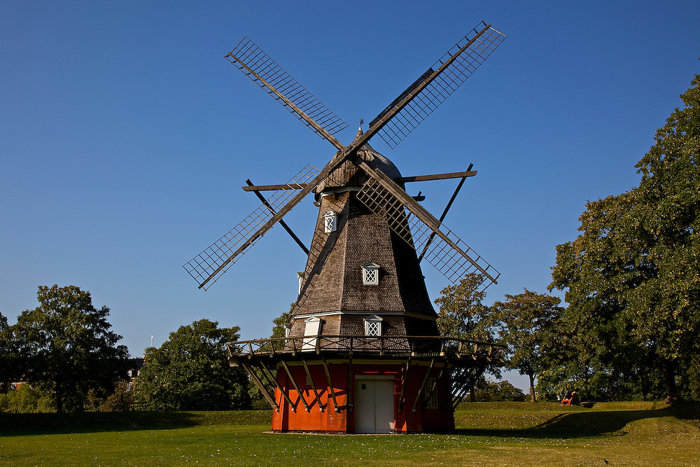 Kastellet is one of the best preserved fortifications in Northern Europe. It is an active military area as well as a public park. In 1800, a total of 16 windmills were found on the ramparts of Copenhagen. The mill in Kastellet is the last that is still working.