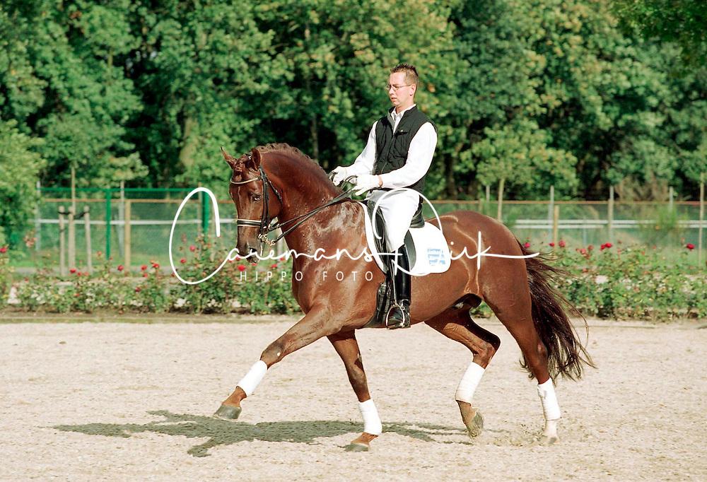 Royal Dance<br /> CDI Weert 2001<br /> © Hippo Foto - Dirk Caremans