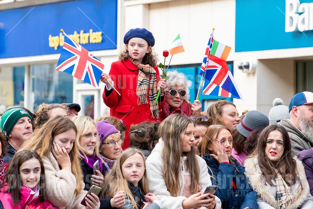 GALWAY - Publiek bij een bezoek aan Tig Coili in Galway.