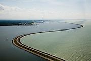 Nederland, Flevoland, IJsselmeer, 14-07-2008; Houtribdijk verbindt Enkhuizen en Lelystad - met tv-mast aan de horizon; links IJsselmeer, met zeilboot, rechts  het Markermeer; de dijk is oorpronkelijk aangelegd om het Markeermeer in te polderen (Markerwaard), deze inpoldering maakte reeds deel uit van de Zuiderzeewerken; andere namen voor de dijk zijn: Markerwaarddijk, Lelydijk en Dijk Enkhuizen-Lelystad N302; toekomst, algen, licht, leeg, leegte, Lely, . .luchtfoto (toeslag); aerial photo (additional fee required); .foto Siebe Swart / photo Siebe Swart