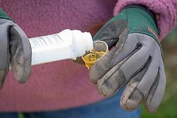 Measuring weedkiller safely