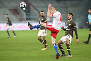 Fussball: 2. Bundesliga, FC St. Pauli - Hamburger SV, Hamburg, 01.03.2021<br /> Rick van Drongelen (HSV, l.) - Omar Marmoush (Pauli)<br /> © Torsten Helmke