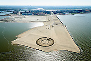 Nederland, Noord-Holland, IJburg, 20-04-2015; het nog maagdelijke Centrum-eiland van IJburg, de eerste grondwerkzaamheden. De cirkel is voor de PopUp UrbanCampsite, camping waar kamperen en kunst samenkomen.<br />