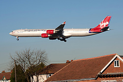 © Licensed to London News Pictures. 17/12/13. London, UK Extra runways at Heathrow and Gatwick airports are among the options put forward by the Government-appointed Airports Commission in its first report today 17th December 2013.  FILE PICTURE DATED 01/02/2011. A plane flies over houses as it lands at Heathrow Airport in London, UK. Photo credit :  IAN SCHOFIELD/LNP