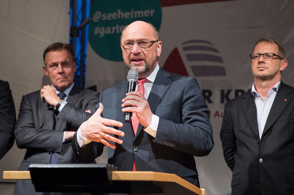 25 SEP 2017, BERLIN/GERMANY:<br /> Thomas Oppermann, MdB, SPD, scheidender Fraktionsvorsitzender, Martin Schulz, SPD Parteivorsitzender, Johannes Kahrs, MdB, SPD, Sprecher Seeheimer Kreis, (v.L.n.R.), Gartenfest des Seeheimer Kreises der SPD, Garten der Deutsche Parlamentarischen Gesellschaft<br /> IMAGE: 20170925-01-134<br /> KEYWORDS: Sommerfest, Rede, speech