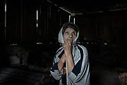 Juana Nuñez Perez se encuentra en su hogar, en el municipio de Coyuca de Catalán. Espera desde hace dos meses la llegada de un médico que pueda atender una erupción cutánea que la ha molestado; no recuerda su edad y vive con su pareja Cresencio Cortés del Río, de 91 años. Es una de las víctimas del aislamiento en el cual ha quedado la comunidad debido a la violencia generada por grupos armados, y que ha impedido la llegada de servicios de salud al lugar.