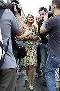Torino, Gay Pride 2006: Barbara Pollastrini assediata dalla stampa