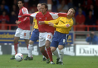 Fotball<br /> England 2005/2006<br /> Foto: SBI/Digitalsport<br /> NORWAY ONLY<br /> <br /> Swindon v Nottingham Forest<br /> Coca Cola League 1.<br /> 13/08/2005.<br /> Nicky Summerbee of Swindon fends off Kris Commons of Forest.