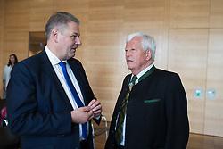 12 .07.2017, Raiffeisen Forum, Wien, AUT, Bauernbund, Pressekonferenz anlässlich der geordneten Übergabe des Präsidiums, im Bild v.l.n.r. Bundesminister für Land- und Forstwirtschaft, Umwelt und Wasserwirtschaft Andrä Rupprechter (ÖVP) und der scheidende Präsident des Bauernbundes Jakob Auer //  during media conference of the austrian farmers association in Vienna, Austria on 2017/07/12, EXPA Pictures © 2017, PhotoCredit: EXPA/ Michael Gruber