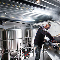 Nederland, Amsterdam , 31 januari 2013.<br /> Bierbrouwerij 't IJ breidt uit.<br /> Een paar honderd meter van hun oorspronkelijke brouwerij hebben ze een 2e locatie gevonden om bier te brouwen en wel aan het Zeeburgerpad, met veel ruimte vol geavanceerde apparatuur om hun bier te brouwen.<br /> Employee of local special beer brewery 't IJ Amsterdam.