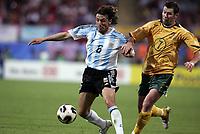 Fotball<br /> Confederations Cup 2005<br /> 18.06.2005<br /> Argentina v Australia <br /> Foto: Dppi/Digitalsport<br /> NORWAY ONLY<br /> <br /> GABRIEL HEINZE (ARG) / BRETT EMERTON (AUS)