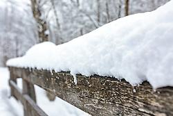 THEMENBILD - ein Detail einer Holzbrücke mit Schnee bedeckt, aufgenommen am 03. Februar 2018, Kaprun, Österreich // a detail of a wooden bridge covered with snow on 2018/02/03, Kaprun, Austria. EXPA Pictures © 2018, PhotoCredit: EXPA/ Stefanie Oberhauser