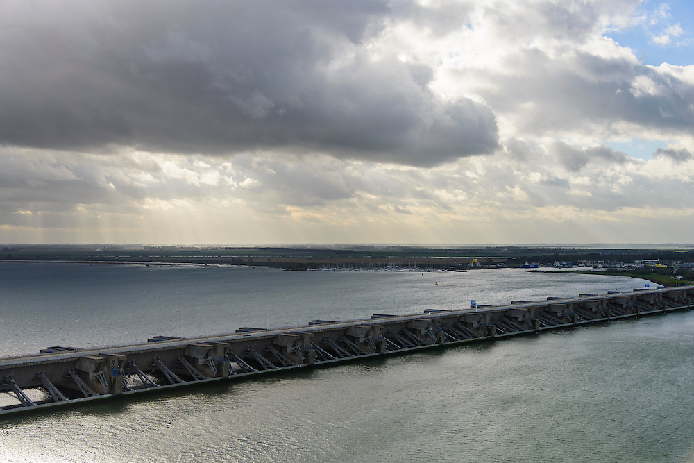 Nederland, Zuid-Holland, Stellendam, 23-10-2013; Haringvlietsluizen en Haringvlietdam, zesde werk van de Deltawerken, verbindt  met de N57 Voorne-Putten en Goeree-Overflakkee. <br /> The Haringvliet sluices closed off the estuary of the Haringvliet as part of the Delta Works. luchtfoto (toeslag op standaard tarieven);<br /> aerial photo (additional fee required);<br /> copyright foto/photo Siebe Swart.