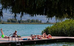 THEMENBILD - Menschen sonnen sich auf einem Steg, aufgenommen am 22. Mai 2017, Kalterer See, Kaltern, Italien // People sunbathing on a footbridge at the Lake Caldaro, Kaltern, Italy on 2017/05/22. EXPA Pictures © 2017, PhotoCredit: EXPA/ JFK