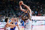 DESCRIZIONE : Varese Lega A 2013-14 Cimberio Varese Acqua Vitasnella Cantu<br /> GIOCATORE : Maarten Leunen<br /> CATEGORIA : Rimbalzo Sequenza<br /> SQUADRA : Acqua Vitasnella Cantu<br /> EVENTO : Campionato Lega A 2013-2014<br /> GARA : Cimberio Varese Acqua Vitasnella Cantu<br /> DATA : 15/12/2013<br /> SPORT : Pallacanestro <br /> AUTORE : Agenzia Ciamillo-Castoria/G.Cottini<br /> Galleria : Lega Basket A 2013-2014  <br /> Fotonotizia : Varese Lega A 2013-14 Cimberio Varese Acqua Vitasnella Cantu<br /> Predefinita :