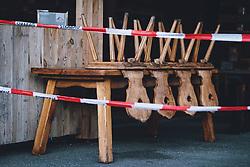 THEMENBILD - Stühle auf einem Tisch von einer geschlossenen Apres Ski Bar, aufgenommen am 17. Novemeber 2020 in Kaprun, Österreich // Chairs on a table from a closed Apres Ski Bar, Kaprun, Austria on 2020/11/17. EXPA Pictures © 2020, PhotoCredit: EXPA/ JFK