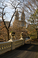 New York. central park San Remo building with two towers and the Bow bridge Manhattan - United states / central park. le building San Remo  et le pont BOW bridge Manhattan, New York - Etats-unis