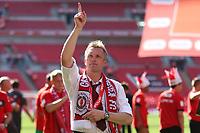 Football - NPower League 2 play-off final -  Cheltenham Town v Crewe Alexandra<br /> Steve Davis, manager of Crewe Alexandra thanks the fans at Wembley