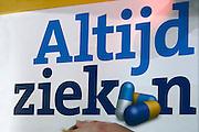 Nederland, Utrecht, 25-1-2014Bezoekers en stands op de gezondheidsbeurs. De beelden respecteren de privacy van de bezoekers.De nieuwste gezondheidstrends en informatie over gezond leven met fruitdrankjes, oogmetingen, checkups, massage,medicinale kruiden, kruidenthee, zelftests, handlezen en nog veel meer....ziek, ziekte, ziektewet,ziekteverzuimFoto: Flip Franssen