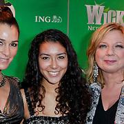 NLD/Scheveningen/20111106 - Premiere musical Wicked, Quinty Trustfull - van den Broek en dochter met Loretta Schrijver