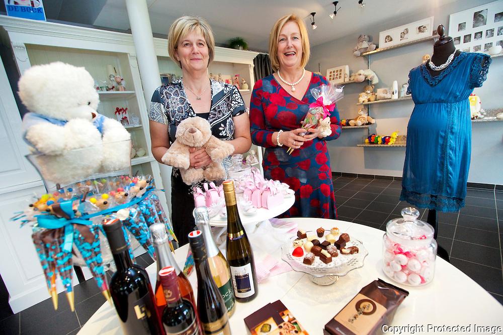 361439-2 zussen openen nieuwe winkel in Zandhoven-Winkel Annamoon-Rosette en Jaqueline Van Rompaey-Oude baan 23 zandhoven