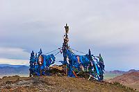 Mongolie, province de Bayan-Ulgii, région de l'ouest, ovoo chamanique en haut d'un col // Mongolia, Bayan-Ulgii province, western Mongolia, shamanic ovoo on the top of a mountain