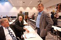 17 MAR 2003, BERLIN/GERMANY:<br /> Peter Dressen (L), MdB, SPD, und Ottmar Schreiner (R), MdB, SPD, Vors. AfA in der SPD, vor Beginn der SPD Fraktionssitzung, Deutscher Bundestag<br /> IMAGE: 20030317-04-002<br /> KEYWORDS: Sitzung, Fraktion