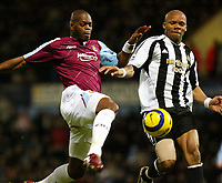 Photo: Chris Ratcliffe.<br />West Ham United v Newcastle United. The Barclays Premiership. 17/12/2005.<br />Alain Boumsong (R) of Newcastle closes down Marlon Harewood.