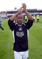 Photo: Kevin Poolman.<br /> Brentford v Swansea City. Coca Cola League 1, Play off Semi Final. 14/05/2006. Leon Knight celebrates after the game.