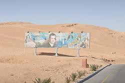 23.10.2008, Palmyra, SYR, IS ueberrennt antike Oasenstadt Palmyra, Die Terror Organisation Islamische Staat hat die syrische Oasenstadt Palmyra eingenommen. Damit droht eine der bedeutendsten antiken Stätten des Nahen Ostens zerstört zu werden, im Bild Archivmaterial, Plakat vom Praesident Baschar al-Assad, mitten in der syrische Wueste // Islamic State (IS) fighters in Syria are said to have seized part of the town next to Palmyra, one of the Middle East's greatest archaeological sites, Palmyra, Syria on 2008/10/23. EXPA Pictures © 2015, PhotoCredit: EXPA/ Eibner-Pressefoto/ Harzer<br /> <br /> *****ATTENTION - OUT of GER*****