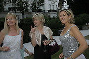 Debbie Moore, Penny smith and Issy van Randwyck,  Ruinart party at The Hempel, Hempel Gardnes.  Craven Hill Gardens. 18 July 2006. <br />ONE TIME USE ONLY - DO NOT ARCHIVE  © Copyright Photograph by Dafydd Jones 66 Stockwell Park Rd. London SW9 0DA Tel 020 7733 0108 www.dafjones.com
