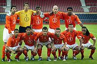 Fotball<br /> Treningskamp<br /> Nederland v Færøyene 3-0<br /> 1. juni 2004<br /> Lausanne - Sveits<br /> Foto: Digitalsport<br /> NORWAY ONLY<br /> Lagbilde Nederland<br /> Bak fra venstre: van nistelrooij , van der sar , cocu , stam en  kluivert . <br /> Foran fra venstre: reiziger , van bronckhorst , van der vaart , sneijder , bouma en davids .