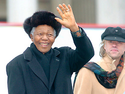 05.12.2013, Johannesburg, ZAF, Nelson Mandela, der Gigant des Humanismus ist im Alter von 95 Jahren in seinem Haus an den Folgen einer Lungenentzuendung gestorben, im Bild File photo taken on Feb 3, 2005, shows former South African President Nelson Mandela waves to audience of his speech on Trafagar Square, London, Britain // Nelson Mandela a giant of humanism died in his house in Johannesburg, South Africa on 2013/12/05. EXPA Pictures © 2013, PhotoCredit: EXPA/ Photoshot/ Cheng Min<br /> <br /> *****ATTENTION - for AUT, SLO, CRO, SRB, BIH, MAZ only*****